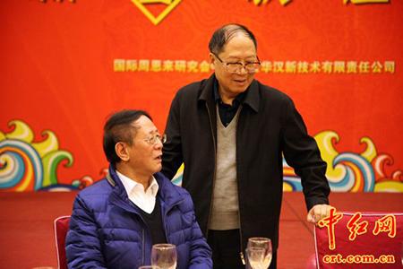 胡耀邦之子胡德平(左),胡德华(右)在活动现场.(中红网李学叶摄)