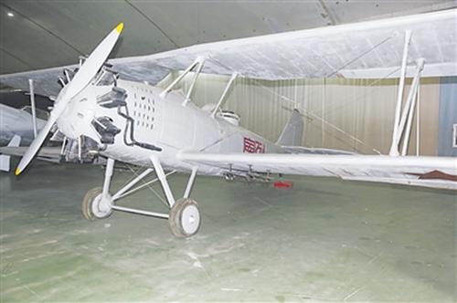 """红军缴获的第一架飞机""""列宁""""号"""